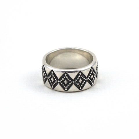 Navona Handmade Hazel Ring in oxidized sterling silver