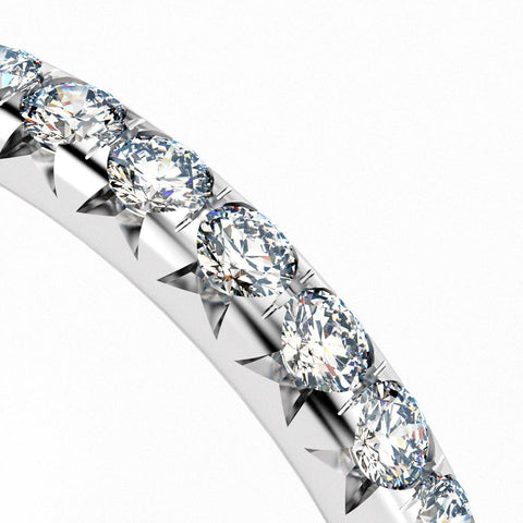 W cut split prong French pavé diamond setting style