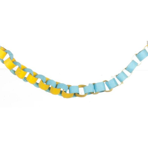 Dollhouse miniature paper chain that's blue and yellow.