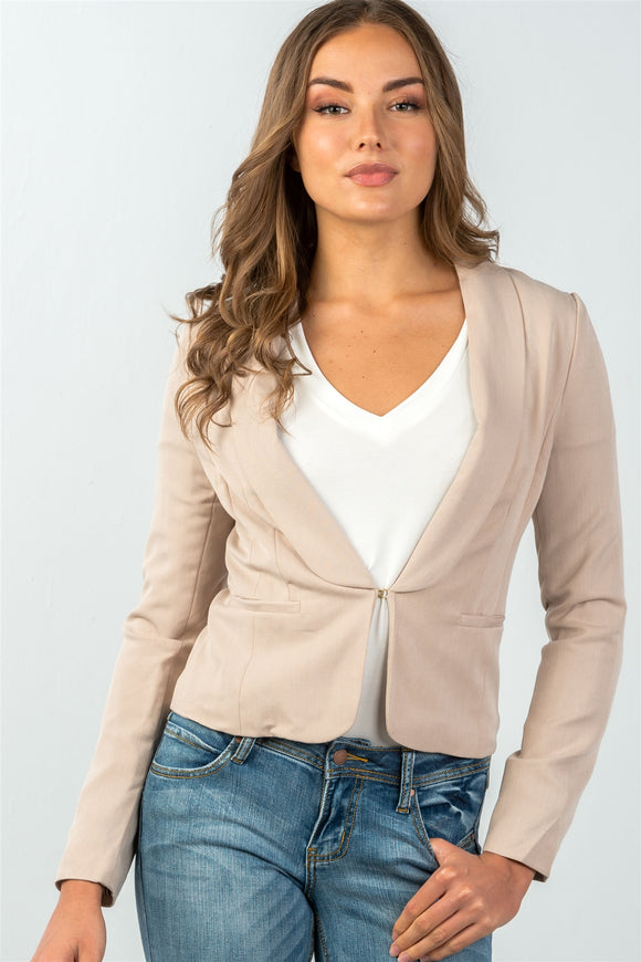 Hook-and-eye front closure classic solid blazer