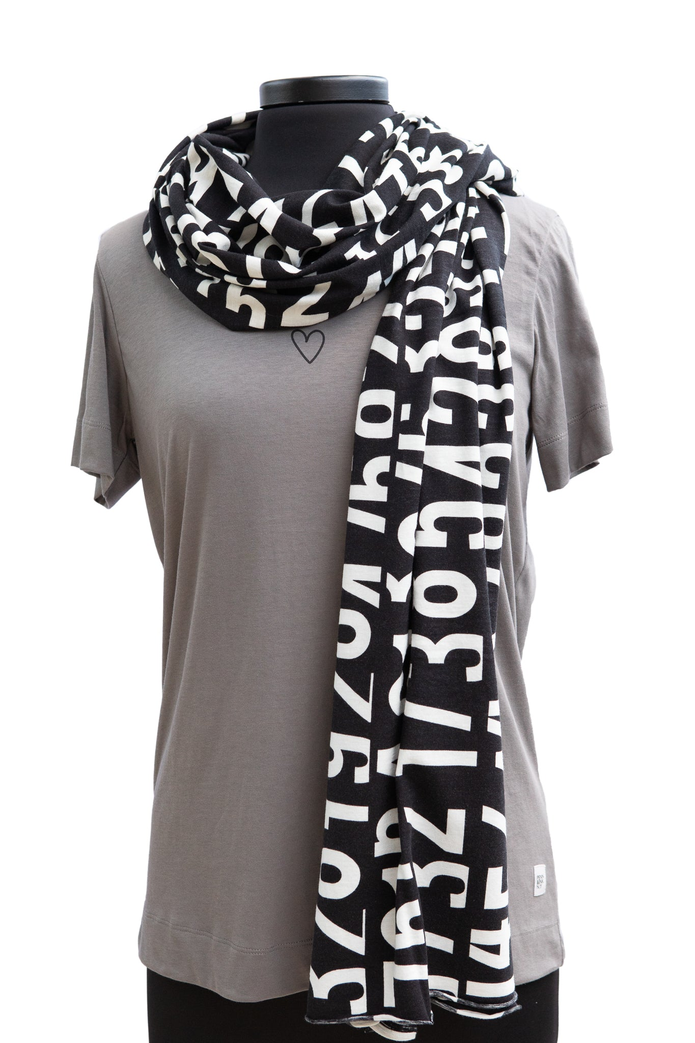 Scarf in cotton with printed numbers