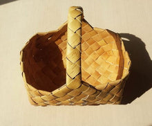 "Hand-crafted Siberian Birch Bark basket ""Lukoshko"""