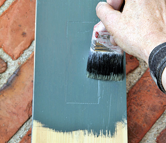 Linseed oil paint made from the purest ingredients.