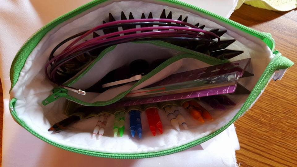 INTERCHANGEABLE KNITTING NEEDLE POUCH