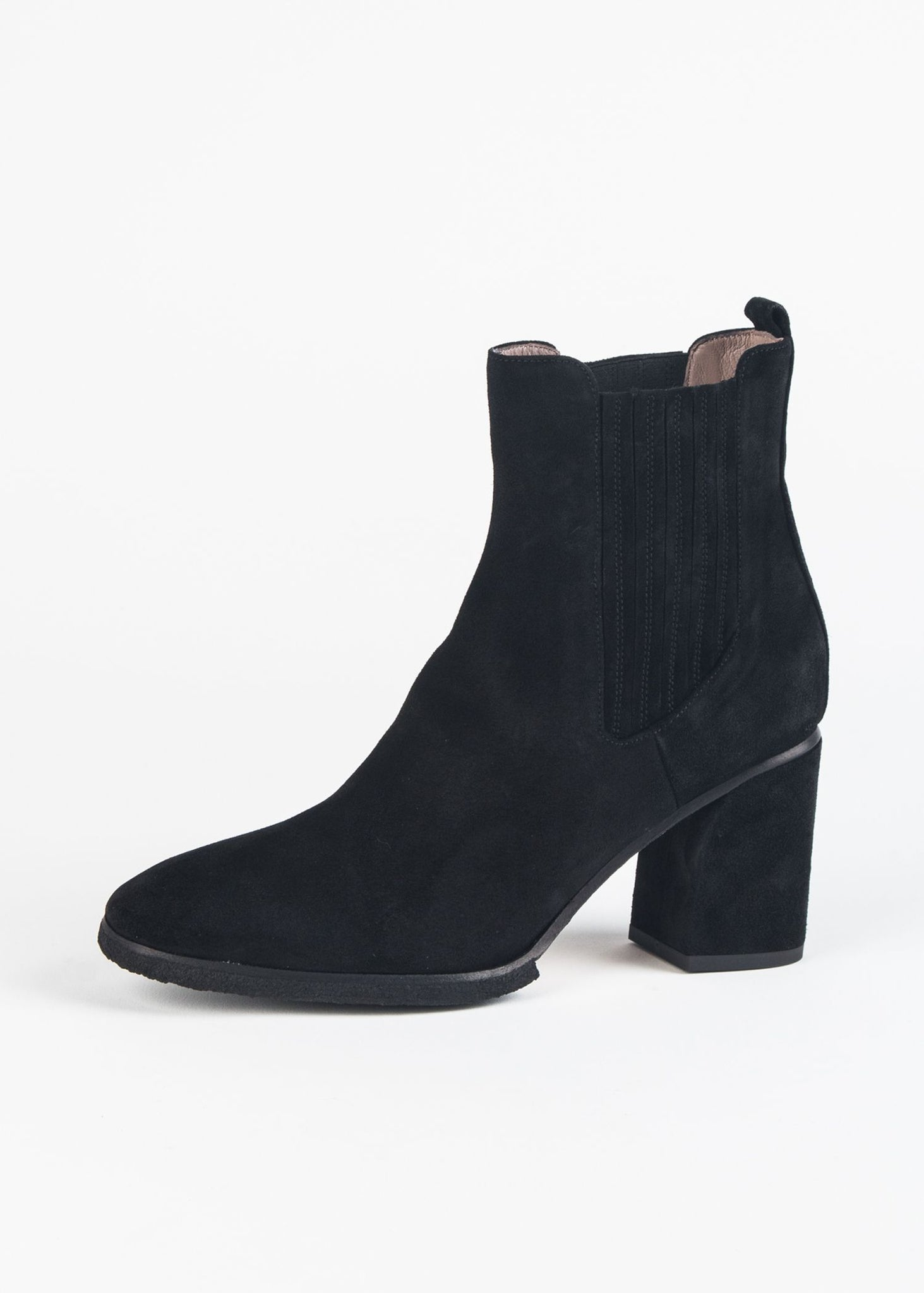 TAPERED CLASSIC SUEDE BOOT