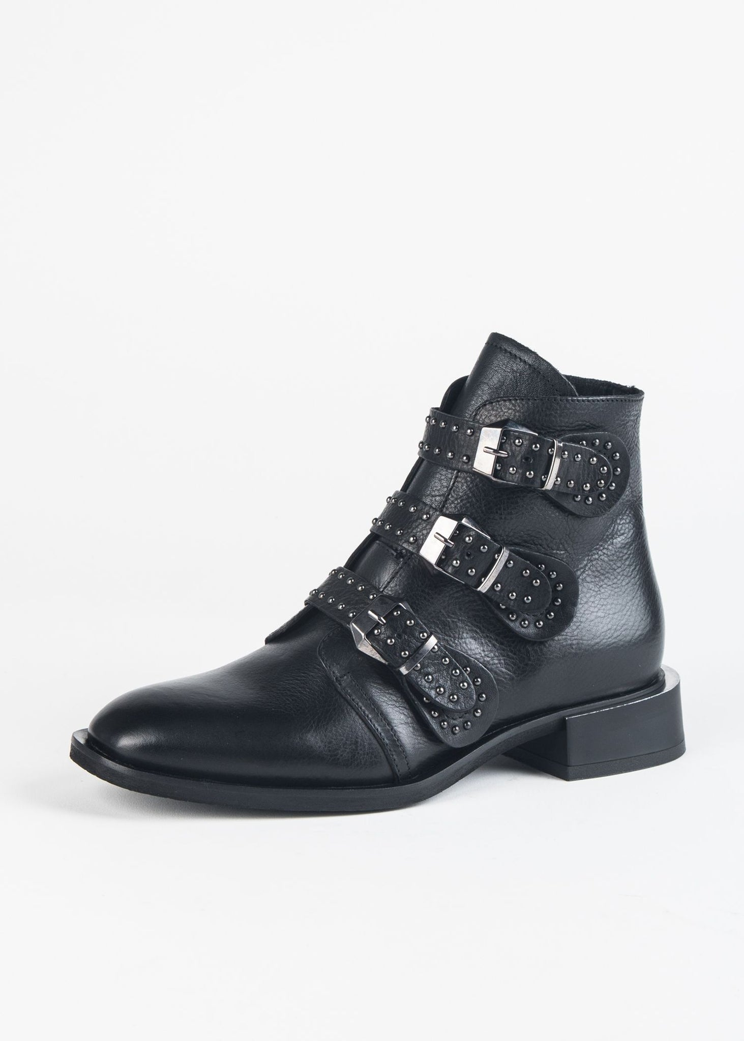 BUCKLE STUDDED BOOT