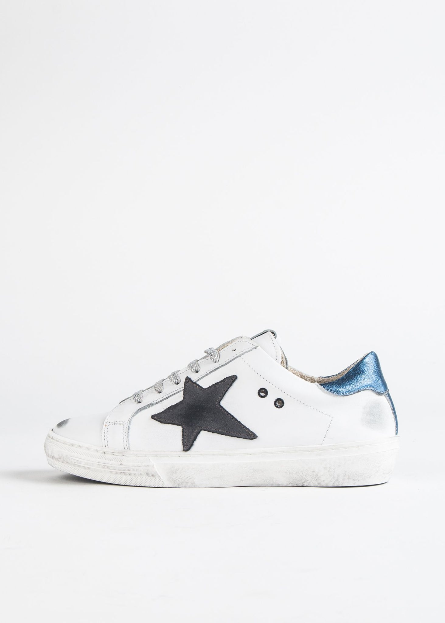 DISTRESSED STAR SNEAKER