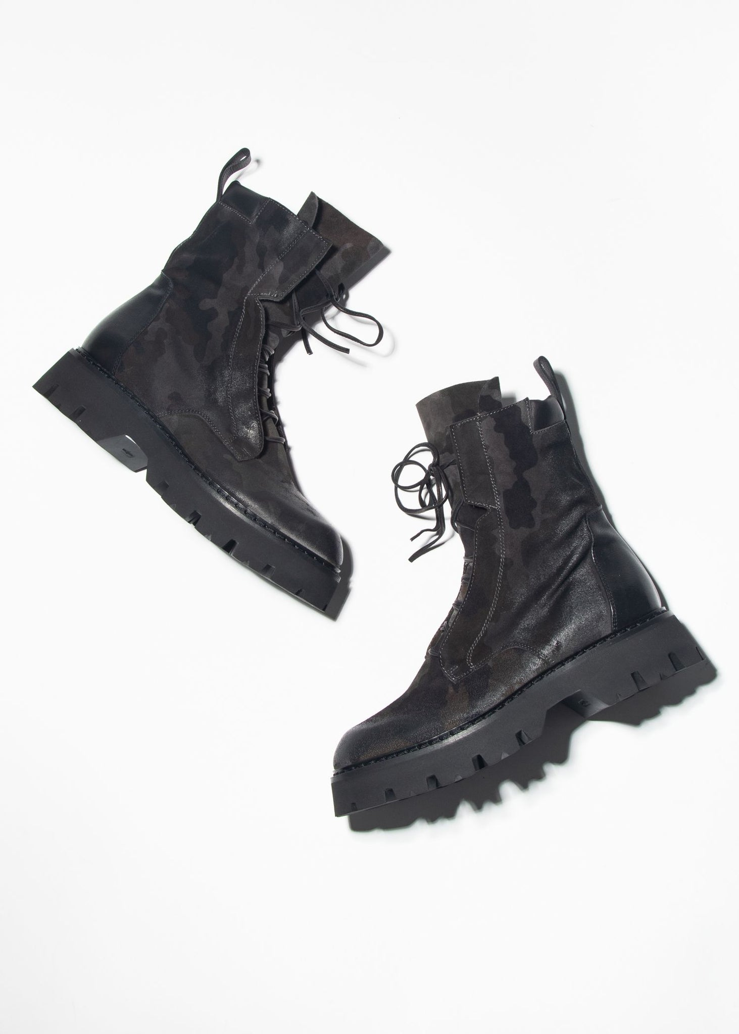 DISTRESSED LACE UP CAMO BOOT