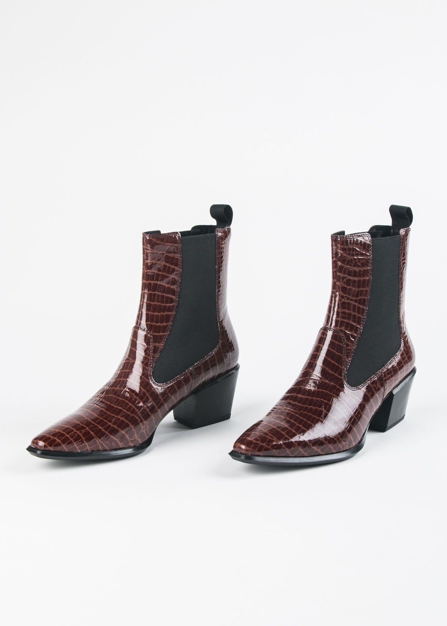 BETSY-008 PATENT CROCO CHELSEA BOOT