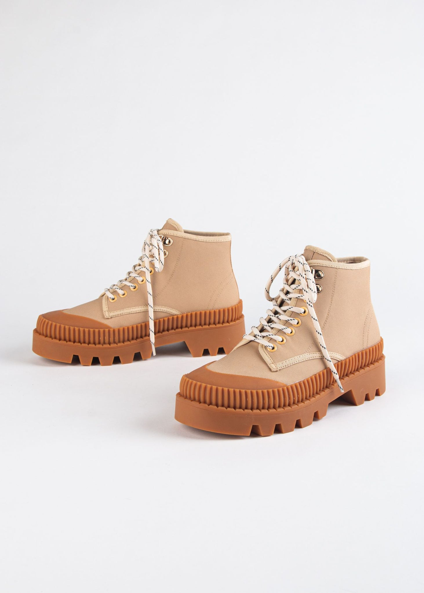 PUZZLE CANVAS HIKER BOOT