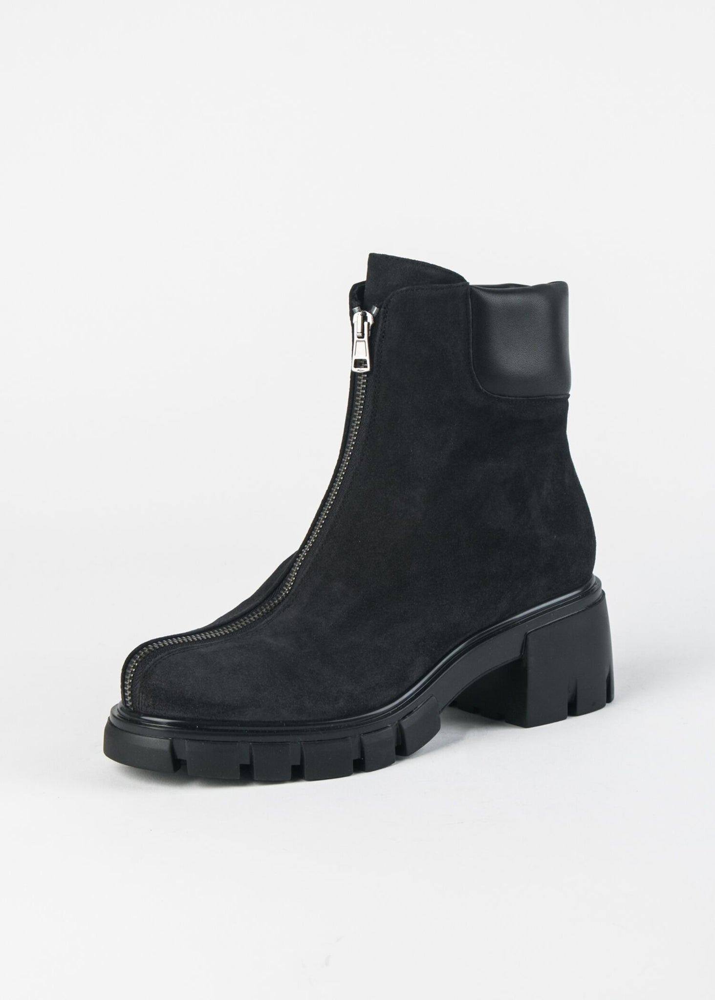 CENTER ZIPPER BOOT ON LUG SOLE