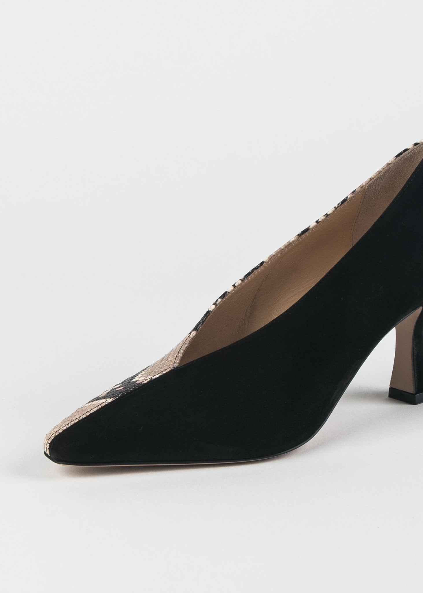 CAGNO TWO TONE POINTED TOE PUMP