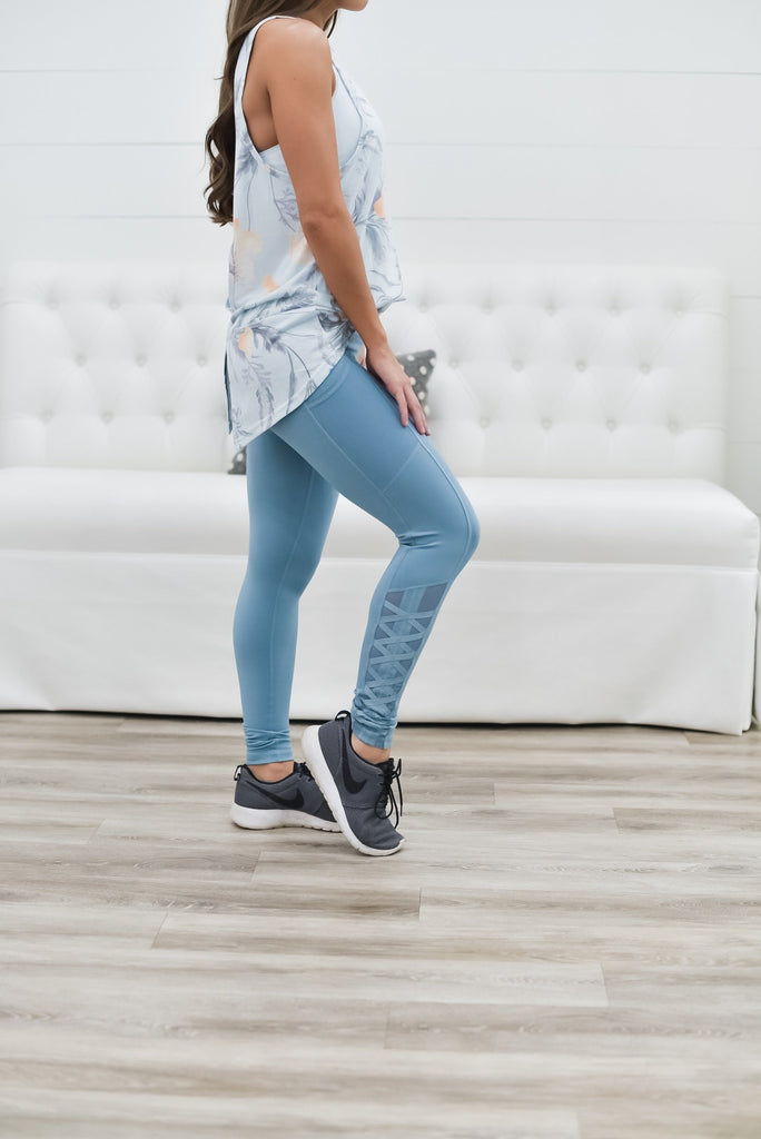 Get Inspired Mesh Pocket Leggings in Blue