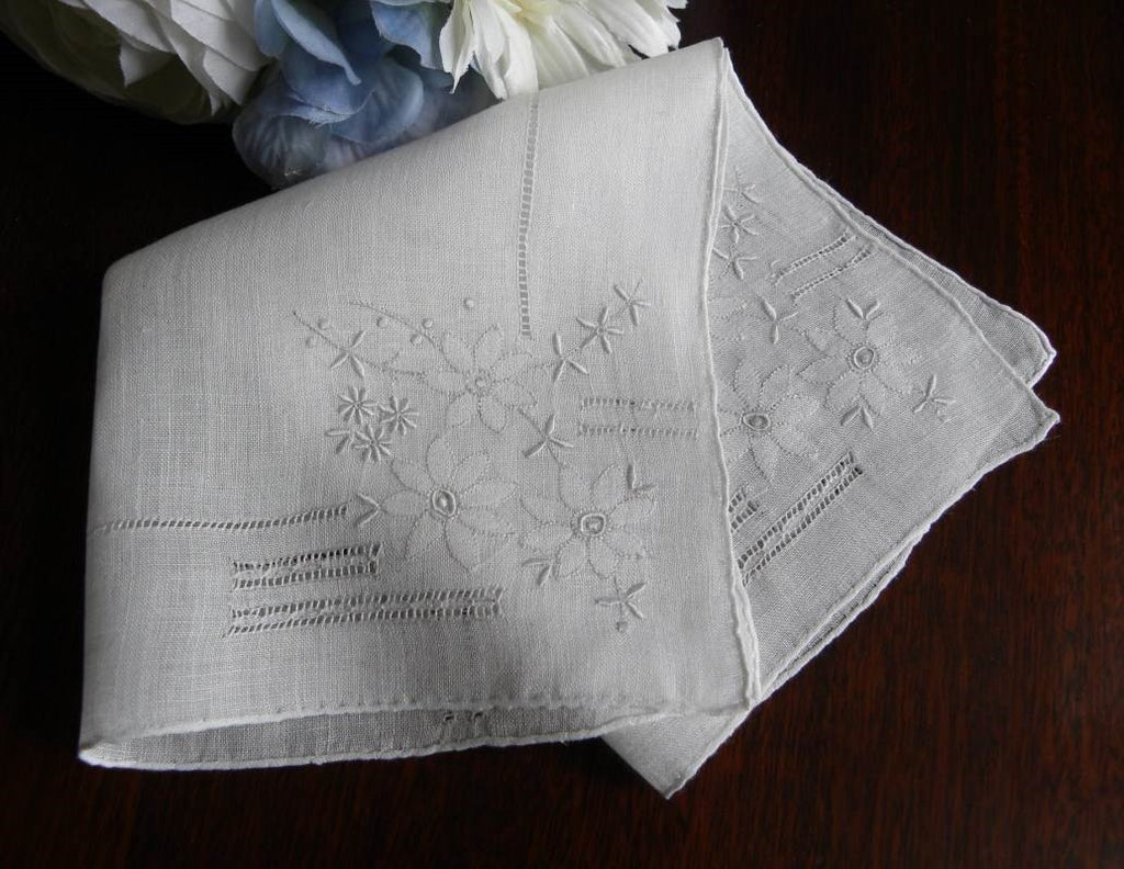 Vintage Pullwork Whitework Embroidered Daisy Bridal Handkerchief - The Pink Rose Cottage