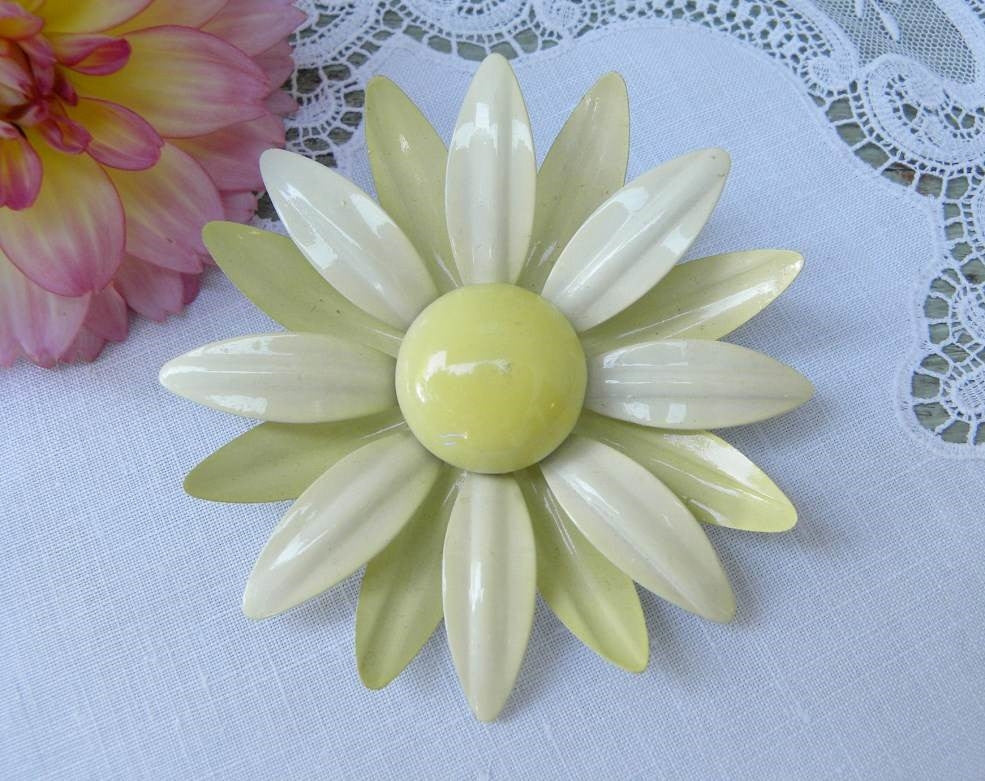 Vintage Cheery Enameled Yellow Daisy Pin - The Pink Rose Cottage
