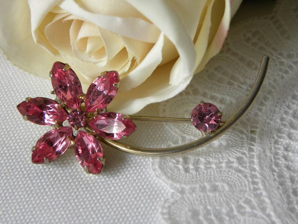 Vintage Pink Daisy Rhinestone Pin - The Pink Rose Cottage