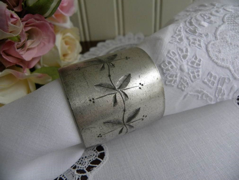 Antique Silver Plated Leaf Design Napkin Ring - The Pink Rose Cottage