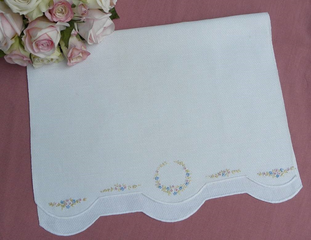 Vintage Embroidered Petite Pink Roses & Forget Me Nots Guest Towel - The Pink Rose Cottage