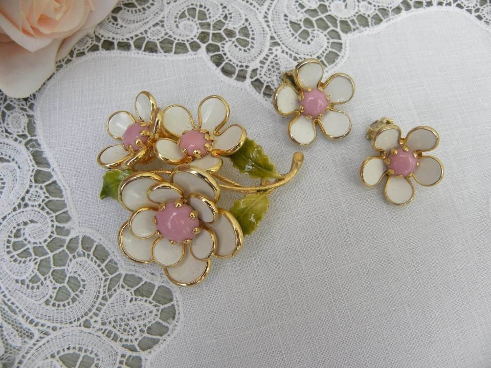 Vintage Pink and White Flower Blossom Pin Brooch and Earring Set - The Pink Rose Cottage