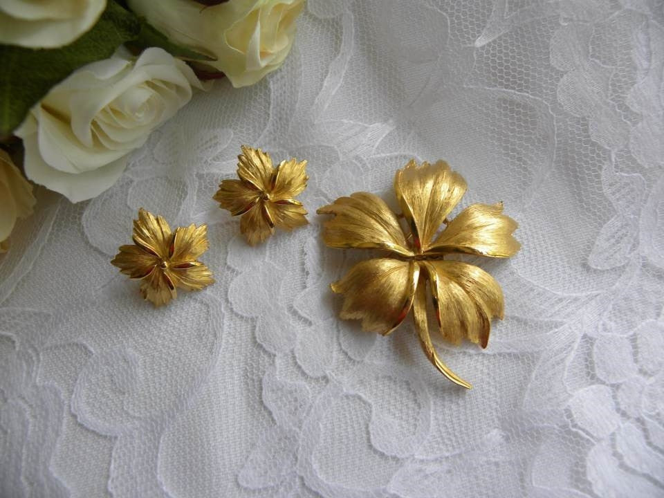 Vintage Trifari Lily Flower Pin Brooch and Earring Set - The Pink Rose Cottage