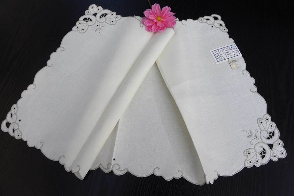 "Vintage Unused Hand Embroidered Linen Azores Portugal Table Runner 16"" by 34"" - The Pink Rose Cottage"
