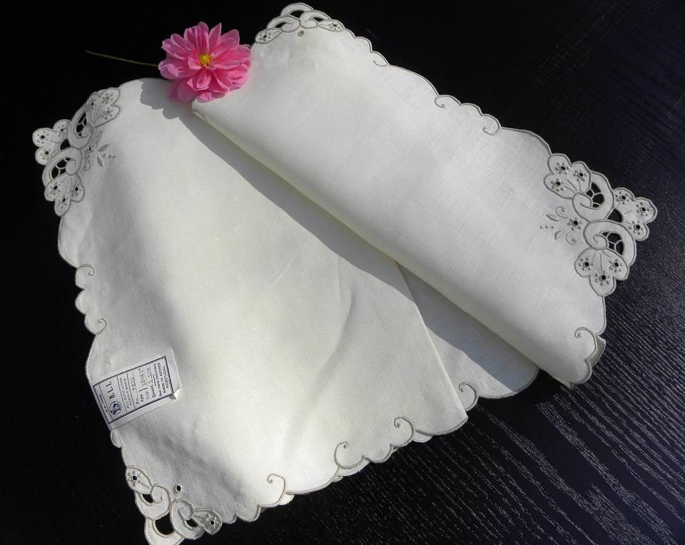 "Vintage Unused Hand Embroidered Linen Azores Portugal Table Runner 16"" by 41"" - The Pink Rose Cottage"