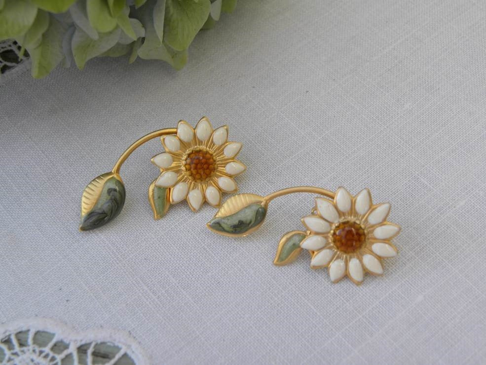 Vintage Enameled Daisy Earrings - The Pink Rose Cottage