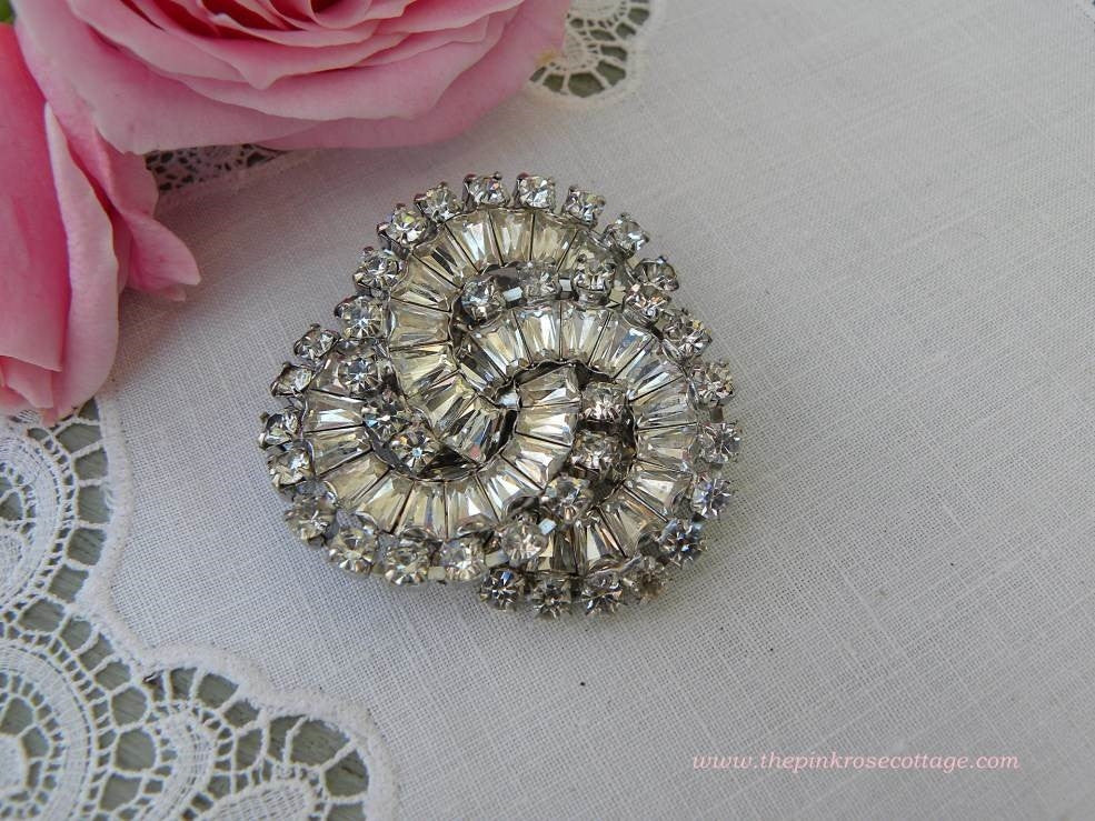 "Vintage Signed ""Warner"" Clear Rhinestone Looped Brooch Pin - The Pink Rose Cottage"