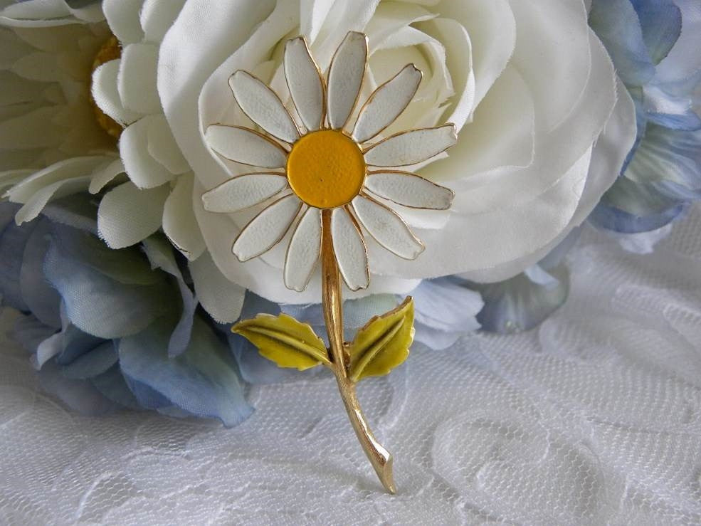 Vintage AccessoCraft NYC Enameled Daisy Pin Brooch - The Pink Rose Cottage