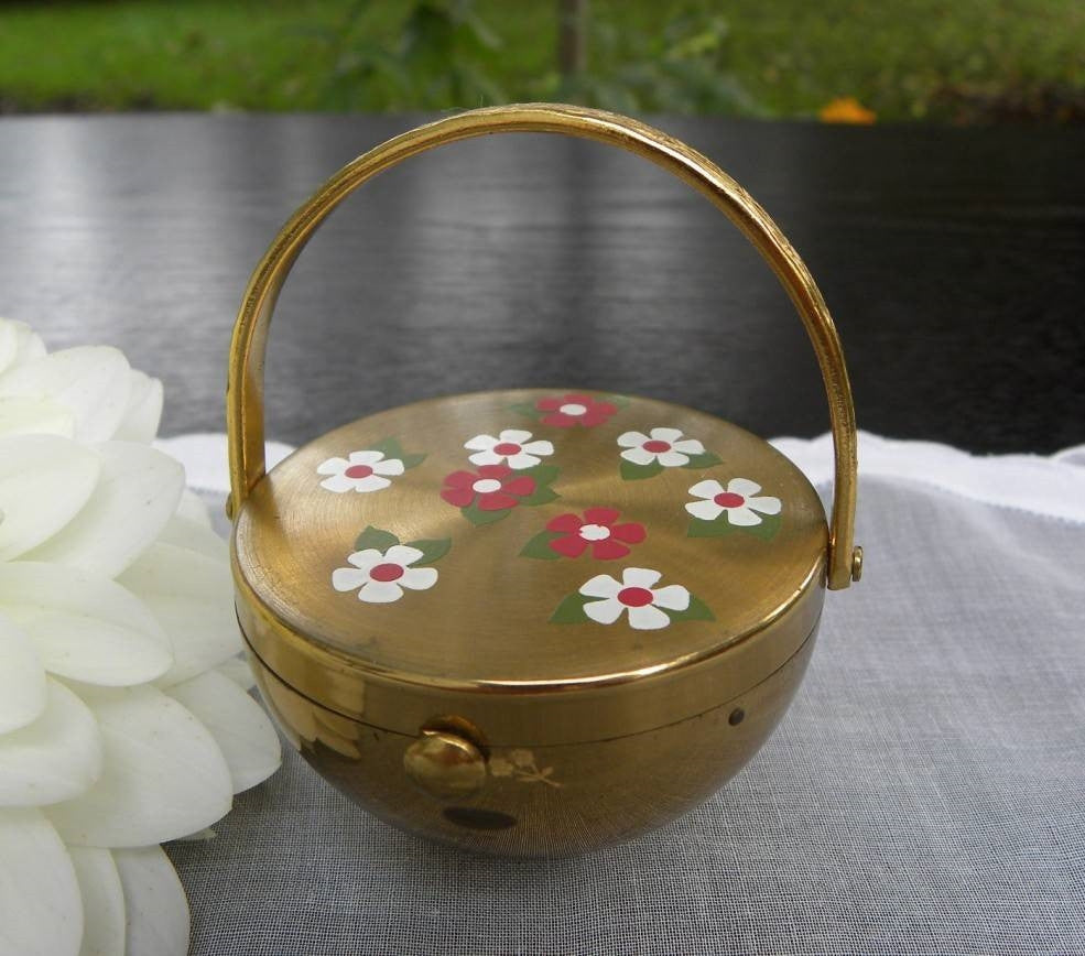Unused Vintage Figural Flower Basket Powder Compact - The Pink Rose Cottage
