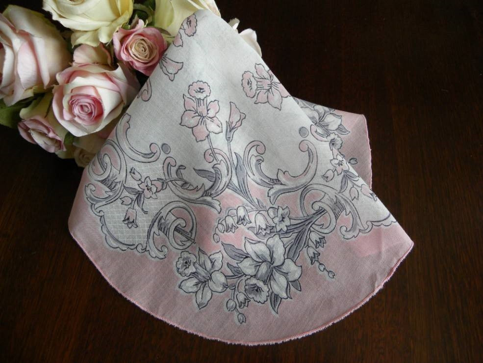 Vintage Round Pink Daffodils Handkerchief - The Pink Rose Cottage