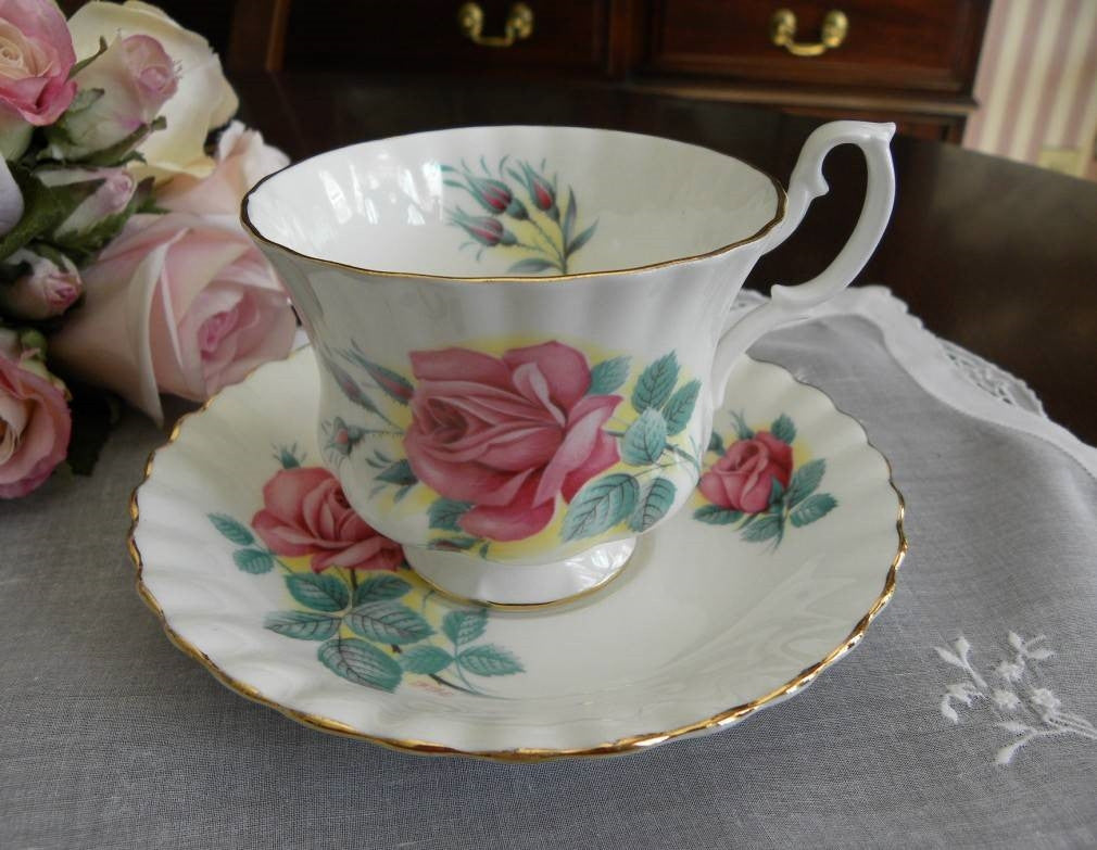 "Royal Albert Sweetheart Roses ""Elizabeth"" Teacup and Saucer - The Pink Rose Cottage"