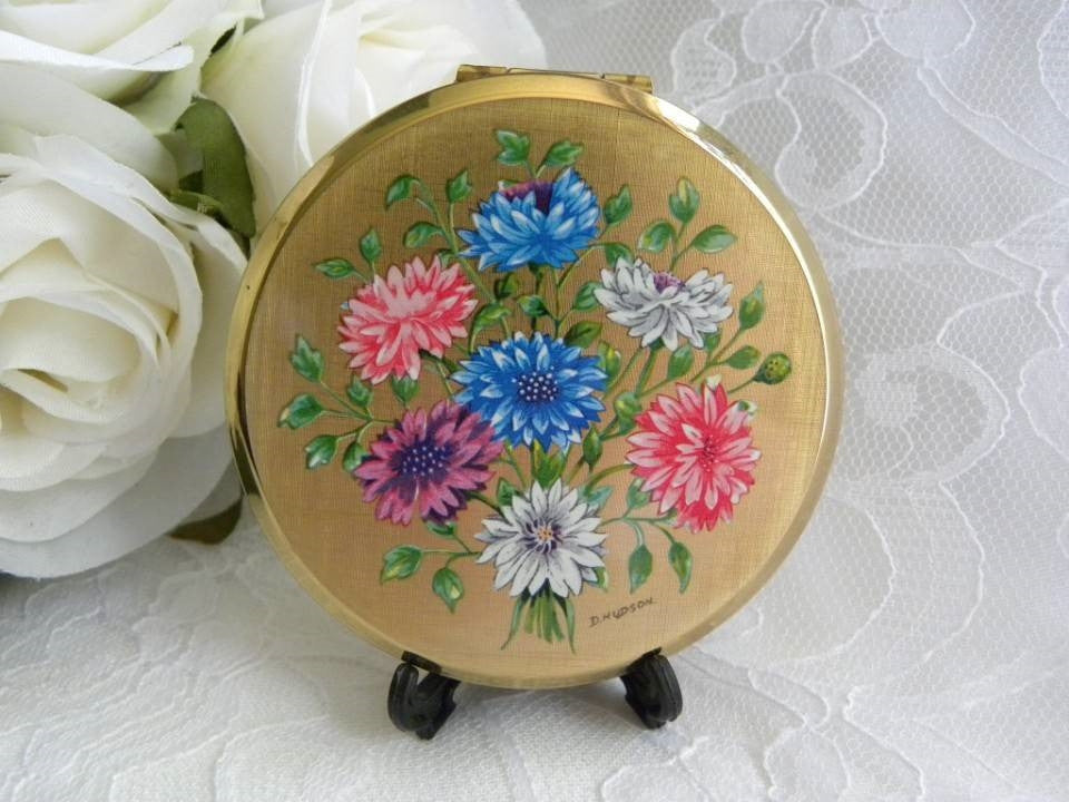 Vintage Stratton Pink and Blue Dahlias Powder Compact - The Pink Rose Cottage