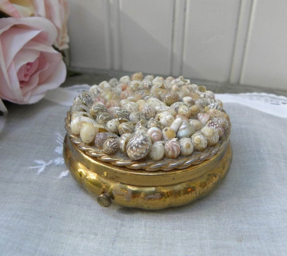 Vintage Seashell Powder Compact - The Pink Rose Cottage