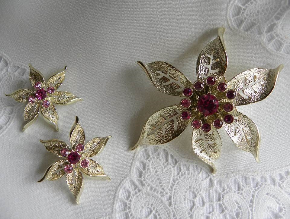 Vintage Sarah Coventry Pink Christmas Poinsettia Pin and Earrings - The Pink Rose Cottage