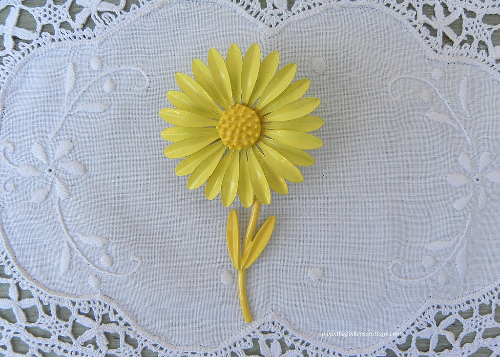 Vintage Yellow Daisy Enameled Pin Brooch
