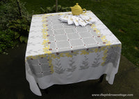 Vintage Brown Eyed Susan Sunflower Tablecloth and Napkin Set