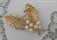Vintage Trifari Christmas Holly Pearl Pin Brooch