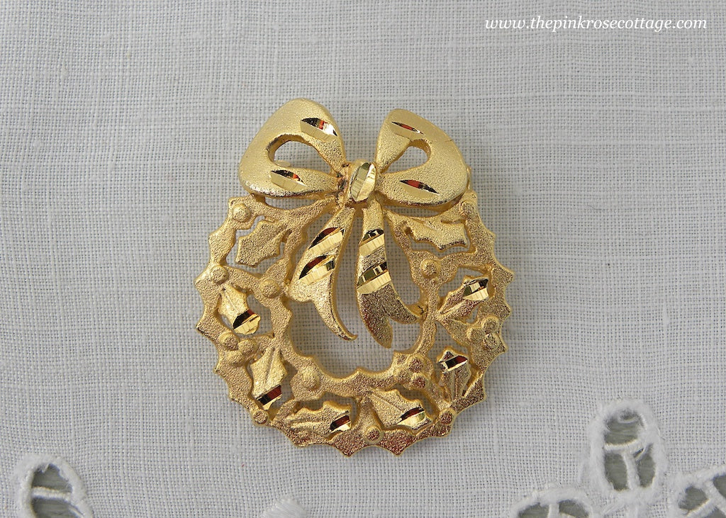 Vintage Brushed Gold Christmas Wreath Pin