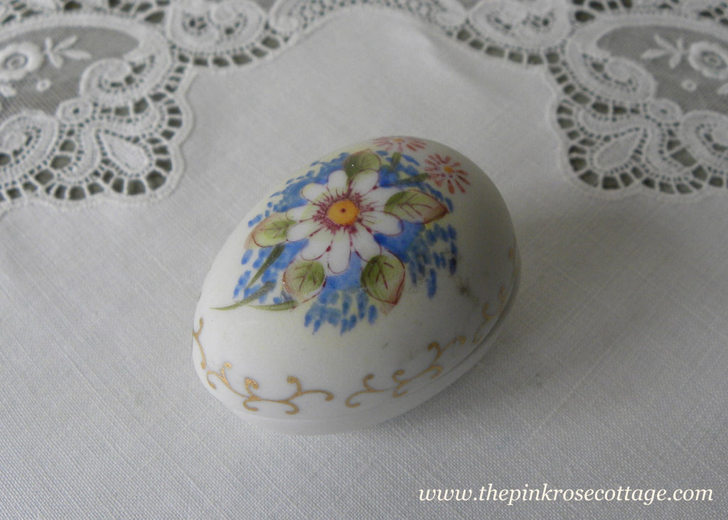Vintage Hand Painted Daisy and Forget-Me-Nots Egg Trinket Ring Box