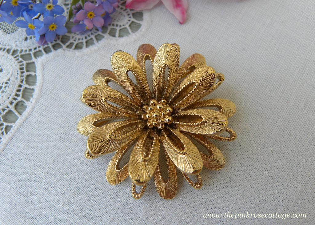Vintage Signed Monet Daisy Dahlia Flower Pin Brooch