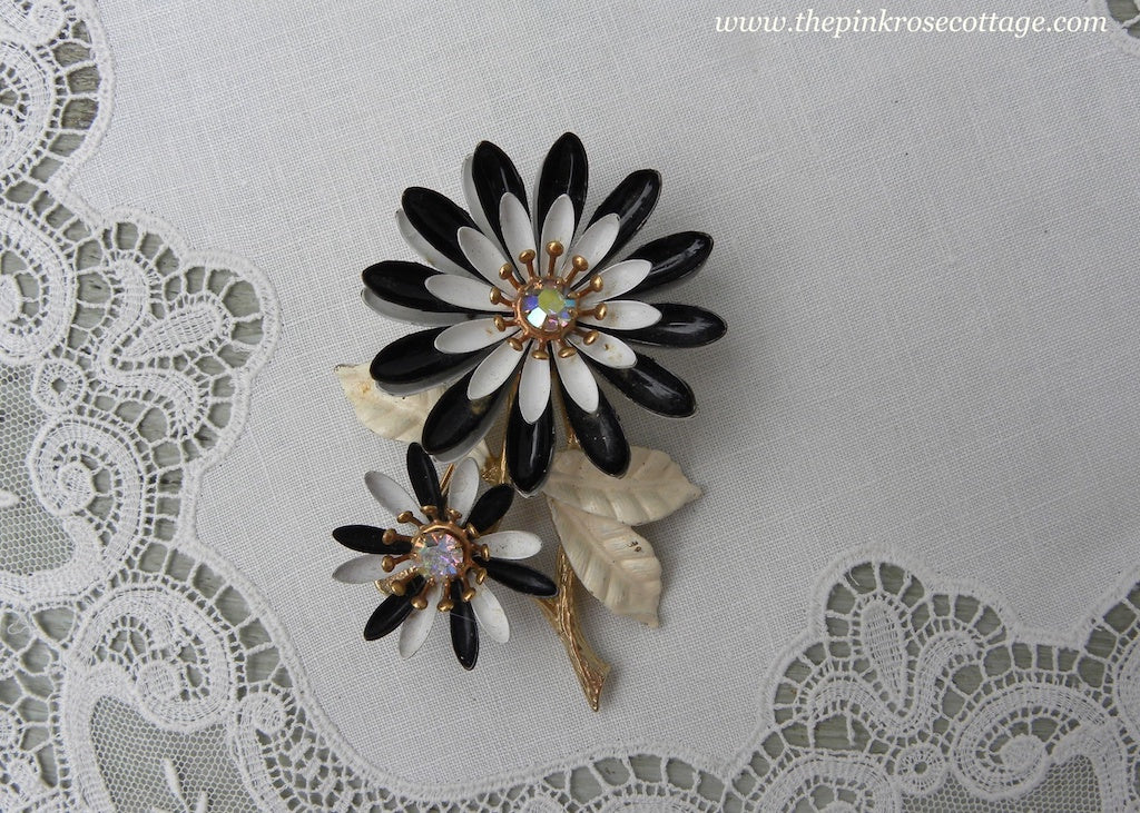 Vintage ART Black and White Enameled and Rhinestone Daisies Daisy Pin