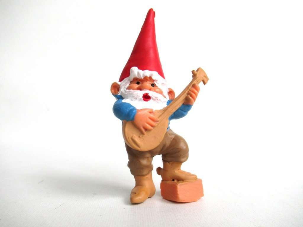 UpperDutch:Gnomes,1 (ONE) Music Gnome figurine, Banjo playing gnome. After a design by Rien Poortvliet, Brb collectible pocket, miniature gnome.
