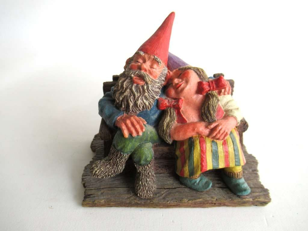 UpperDutch:Gnomes,Classic Gnomes 'Love Forever' Gnome figurine after a design by Rien Poortvliet
