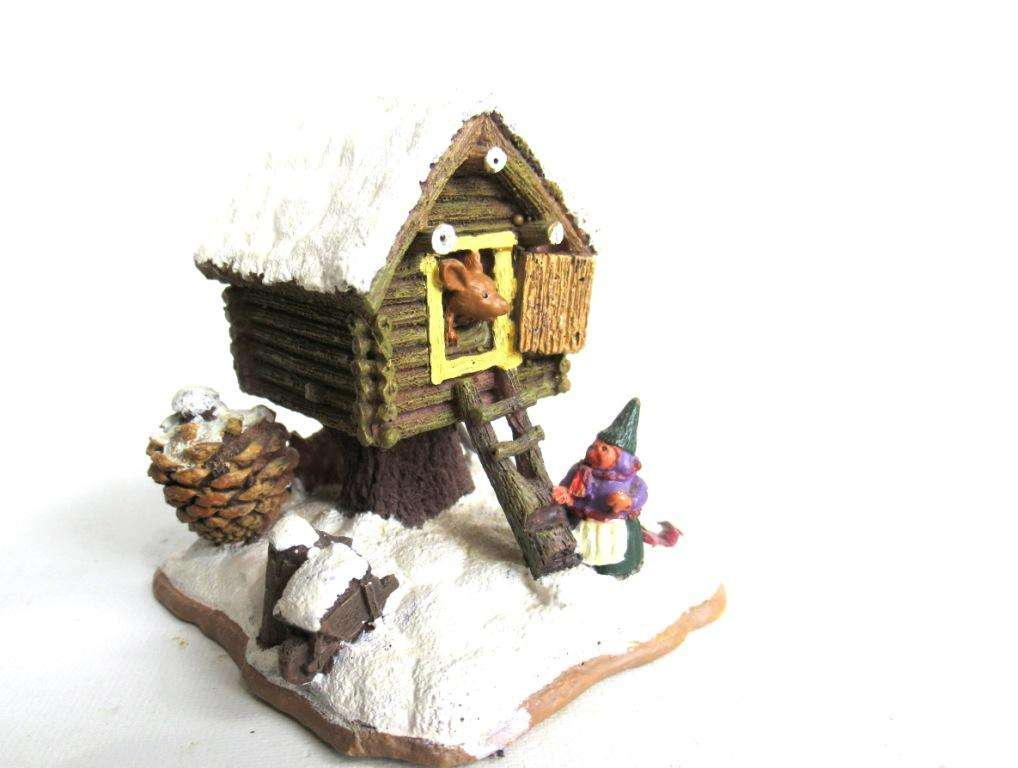 UpperDutch:Gnomes,Gnome figurine Rien Poortvliet Classic Gnomes Villages 'Mouse pile dwelling'.