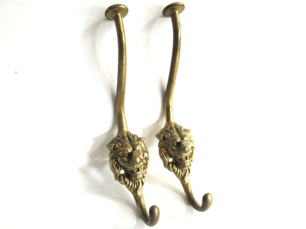 UpperDutch:Hooks and Hardware,Set of 2 pcs Lion hooks Solid Brass Lion Head Wall hook - Coat hooks. Decorative animal storage solution, coat hangers.