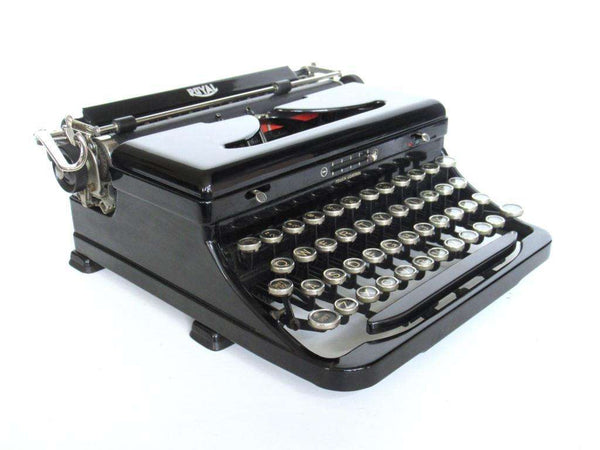 UpperDutch:Typewriter,Royal portable typewriter, made in 1937. Black
