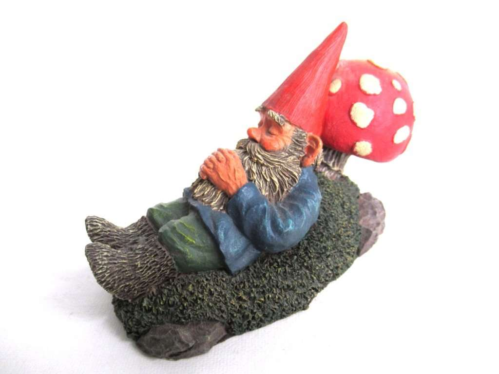 UpperDutch:Gnomes,Rien Poortvliet Sleeping Gnome Figurine, David the Gnome.