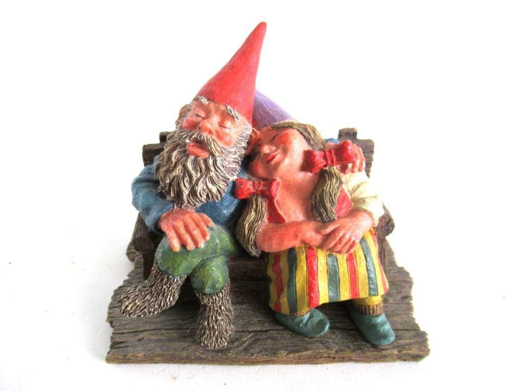 UpperDutch:,Classic Gnomes 'Love Forever' Gnome figurine after a design by Rien Poortvliet