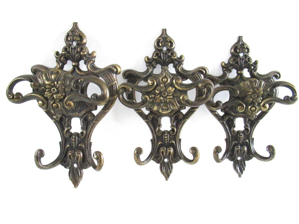 UpperDutch:Wall hook,Set of 3 Antique Coat hooks, Wall hooks, Ornate Victorian style hooks, Brev made in Italy.